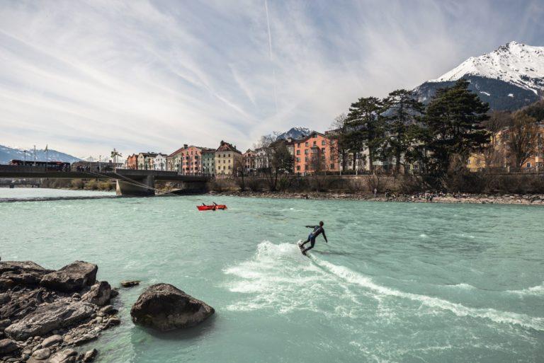 Up Stream Surfing – die neue Art des Flusssurfens