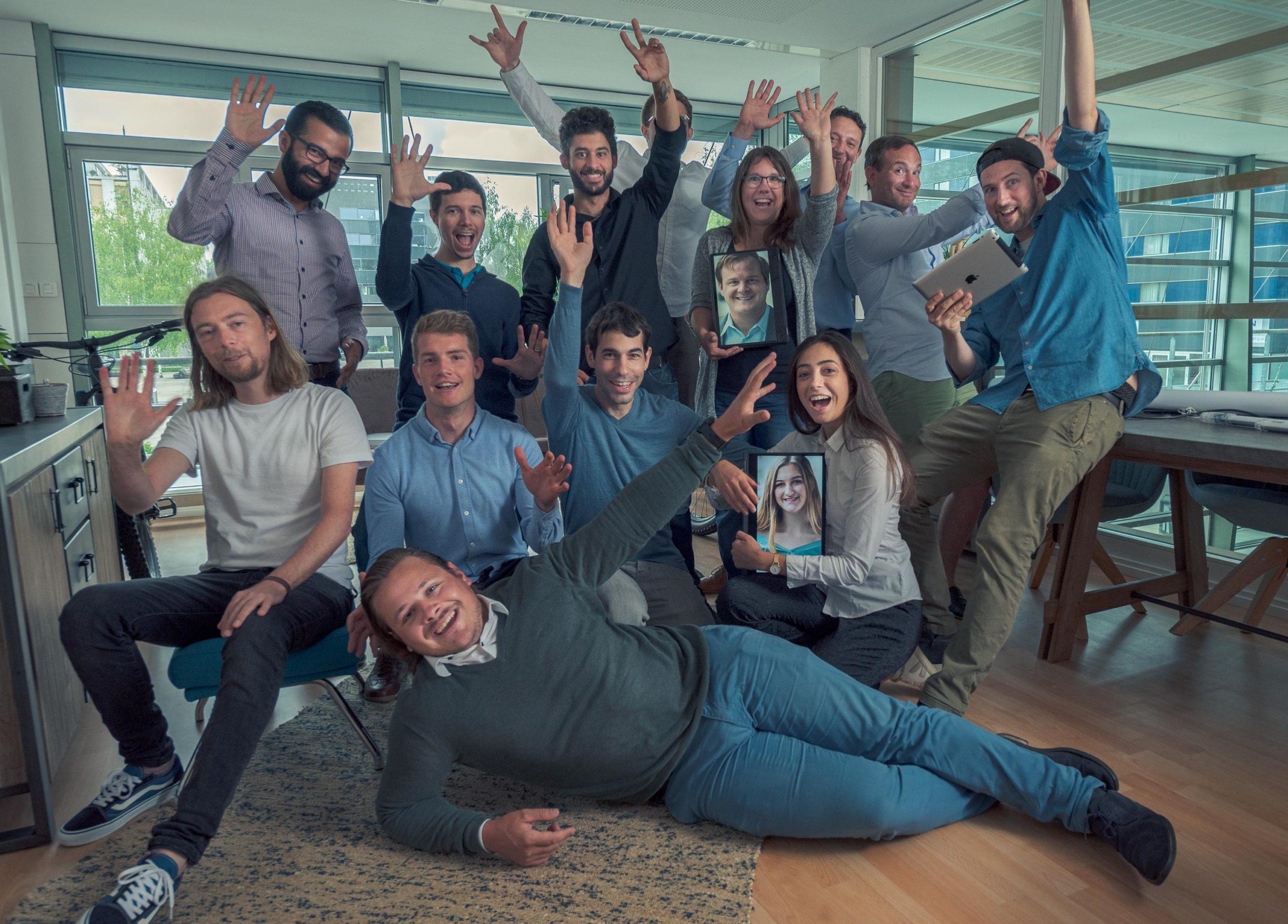 ledcity teamfoto finanzierungsrunde CMD 9293 scaled - Startups rund um den Bodensee